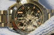 Làm gì khi đồng hồ bị vỡ kính ?