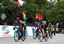 Cuộc đua xe đạp về Trường Sơn 2017 kết thúc chặng 3 dù mưa bão
