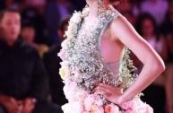 Hoàng Thùy Linh mặc váy hoa tươi 300 triệu trên sàn diễn thời trang