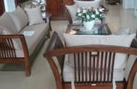 Hướng dẫn cách lựa chọn đệm bọc ghế sofa gỗ