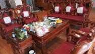 Đệm ghế giả cổ truyền thống với tông màu đỏ