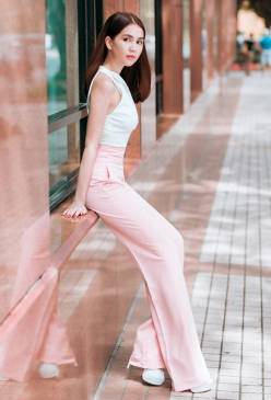 Bộ áo quần của Ngọc Trinh thiết kế lưng cao tôn dáng vóc #650