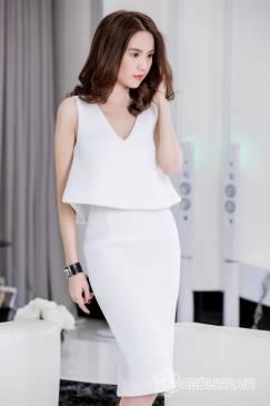 Set bộ váy áo của Ngọc Trinh thiết kế trẻ trung, tuyệt đẹp #675