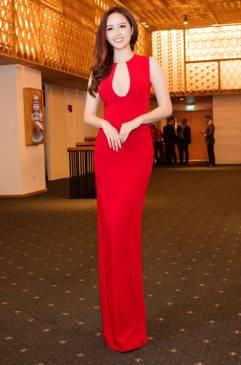 Đầm dài dạ hội đẹp thiết kế hở ngực như Mai Phương Thúy #701