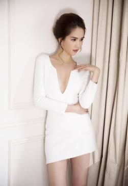 Đầm trắng khoét ngực sâu thiết kế ôm body dài tay Ngọc Trinh #730