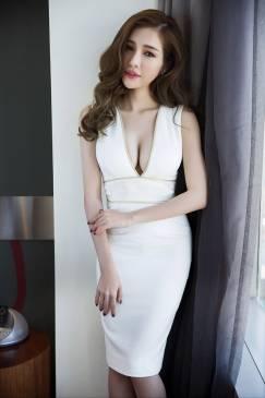 Đầm trắng dự tiệc đẹp thiết kế ôm body khoét ngực sâu sexy #738