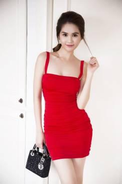 Đầm đỏ ôm body Ngọc Trinh thiết kế 2 dây đơn giản tuyệt đẹp #740