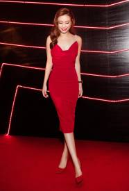 Đầm ôm body đẹp thiết kế cổ đỗ 2 dây như Hoàng Thùy Linh #756