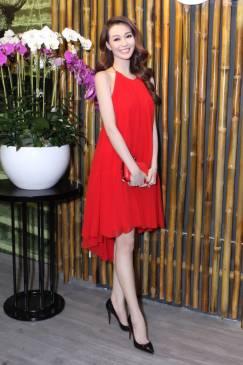 Đầm suông đỏ hở lưng thiết kế cổ yếm tuyệt đẹp #792