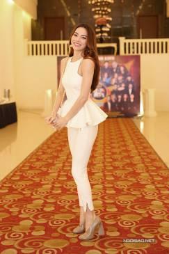 Set bộ quần áo trắng của Hồ Ngọc Hà thiết kế peplum đẹp #807