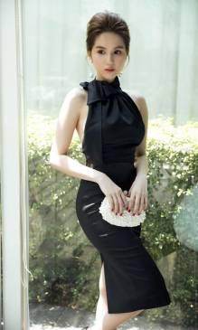 Đầm đen phi bóng sang trọng thiết kế ôm body cột nơ ở cổ #815