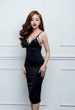 Đầm đen phi bóng cúp ngực thiết kế ôm body cực tôn dáng #851