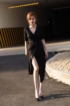 Đầm maxi thun đen đẹp thiết kế chéo tà như Hoàng Thùy Linh #862