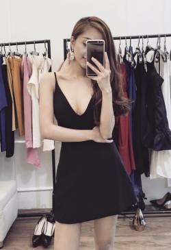 Đầm đen khoét ngực sâu thiết kế chữ A 2 dây đẹp #867