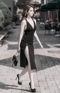 Đầm đen hở lưng Ngọc Trinh thiết kế ôm body xẻ cao #870
