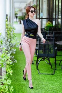 Bộ quần áo Ngọc Trinh thiết kế áo lệch vai quần dài ôm #894