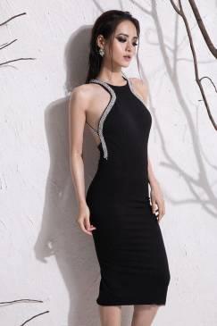 Đầm đen hở lưng cổ yếm thiết kế ôm body viền đá tinh tế #921