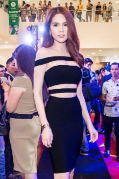 Đầm đen ôm body Ngọc Trinh thiết kế vai ngang cutout sexy #932