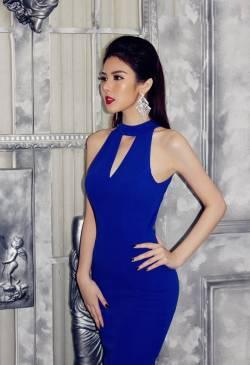 Đầm màu xanhcoban thiết kế hở lưng cổ yếm ôm body #948