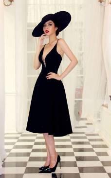 Đầm xòe dài qua đầu gối thiết kế khoét ngực sang trọng #1053