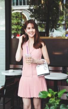 Đầm vest suông Ngọc Trinh thiết kế trẻ trung, thanh lịch #1068