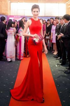 Áo đầm dạ hội màu đỏ xẻ giữa như Á Hậu Thúy Vân #1081
