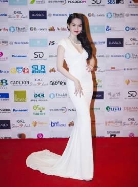 Đầm dạ hội đẹp của Ngọc Trinh thiết kế đuôi cá #1109
