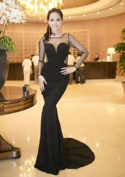 Đầm dạ hội màu đen sang trọng như Mai Phương Thúy #1113
