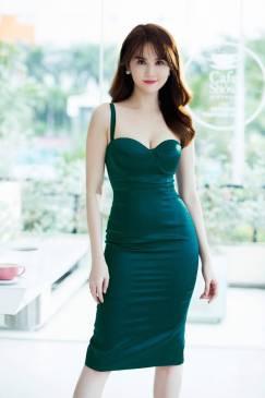 Đầm cúp ngực Ngọc Trinh thiết kế hai dây ôm body #1124