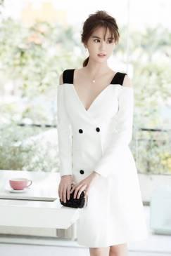 Đầm Ngọc Trinh sang trọng thiết kế mới lạ, tinh tế #1135