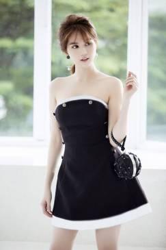 Đầm chữ A màu đen thiết kế cúp ngực của Ngọc Trinh #1136