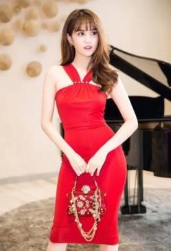 Đầm ôm body màu đỏ thiết kế tôn dáng của Ngọc Trinh #1143
