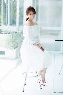 Đầm voan trắng hở vai thiết kế dễ thương của Ngọc Trinh #1152