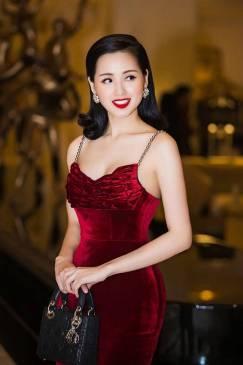 Đầm nhung đỏ ôm body thiết kế 2 dây ngọc trai tuyệt đẹp #1158