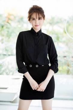 Set váy áo sơ mi của Ngọc Trinh cực trẻ trung, phong cách #1165