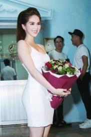 Đầm trắng đơn giản thiết kế ôm body đẹp như Ngọc Trinh #1183