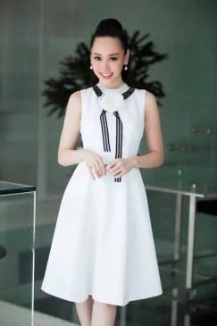 Đầm xòe màu trắng thiết kể đính hoa ở cổ dễ thương #1187