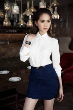 Bộ Áo sơ mi trắng đẹp và Chân váy ren ngắn của Ngọc Trinh #1189