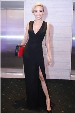 Đầm đen dài xẻ tà với phong cách trẻ trung, gợi cảm #1194