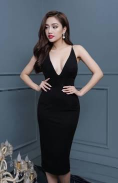 Đầm đen khoét cổ sâu thiết kế hở lưng đơn giản sexy #1204