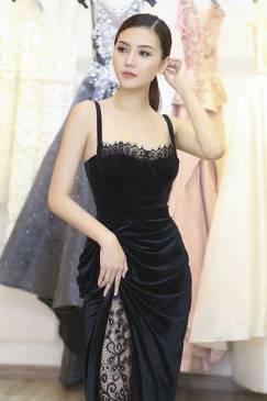 Đầm nhung đen đẹp thiết kế cúp ngực 2 dây xẻ tà #1235