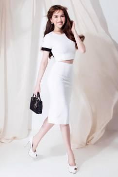 Bộ áo croptop trắng chân váy bút chì dài của Ngọc Trinh #1248