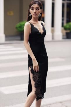 Đầm đen xẻ tà ôm body thiết kế cổ tim phối ren tinh tế #1273