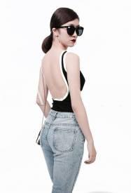 Áo đen viền trắng hở lưng thiết kế đơn giản trẻ trung #1346