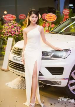 Đầm dài trắng lệch vai thiết kế xẻ tà ôm body tuyệt đẹp #1365