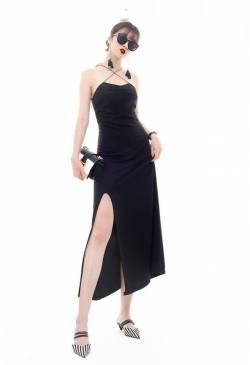 Đầm đen lửng xẻ tà thiết kế cổ yếm chéo dây tuyệt đẹp #1388