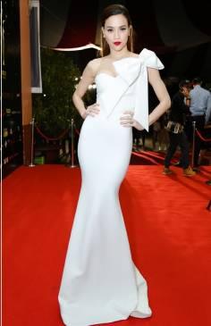 Đầm dạ hội trắng thiết kế 1 vai nơ như Hồ Ngọc Hà #1417