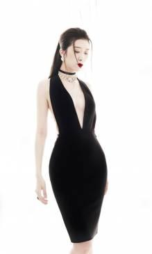 Đầm đen hở lưng đẹp thiết kế ôm body phối dây xích #1411