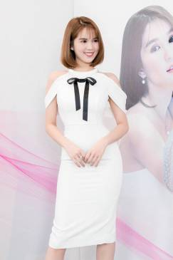 Đầm rớt vai Ngọc Trinh thiết kế ôm body tuyệt đẹp #1410