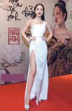 Đầm dạ hội trắng đẹp thiết kế lệch vai xẻ tà như Bảo Anh #1549